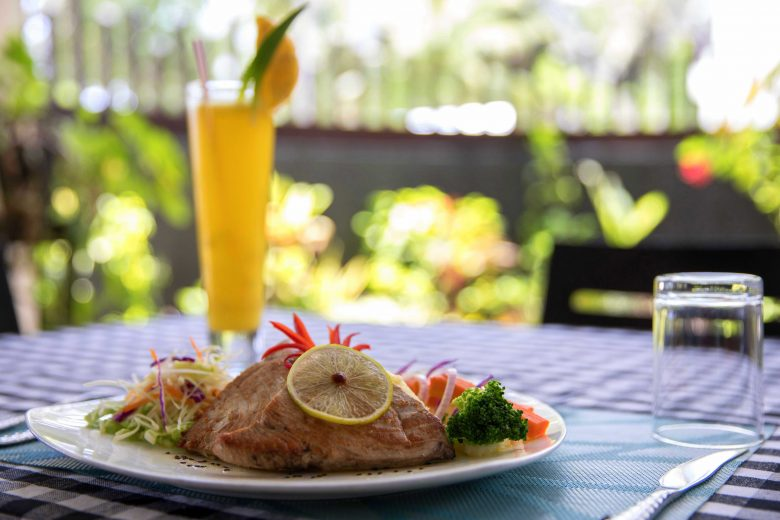 Lunch on Thulusdhoo Island